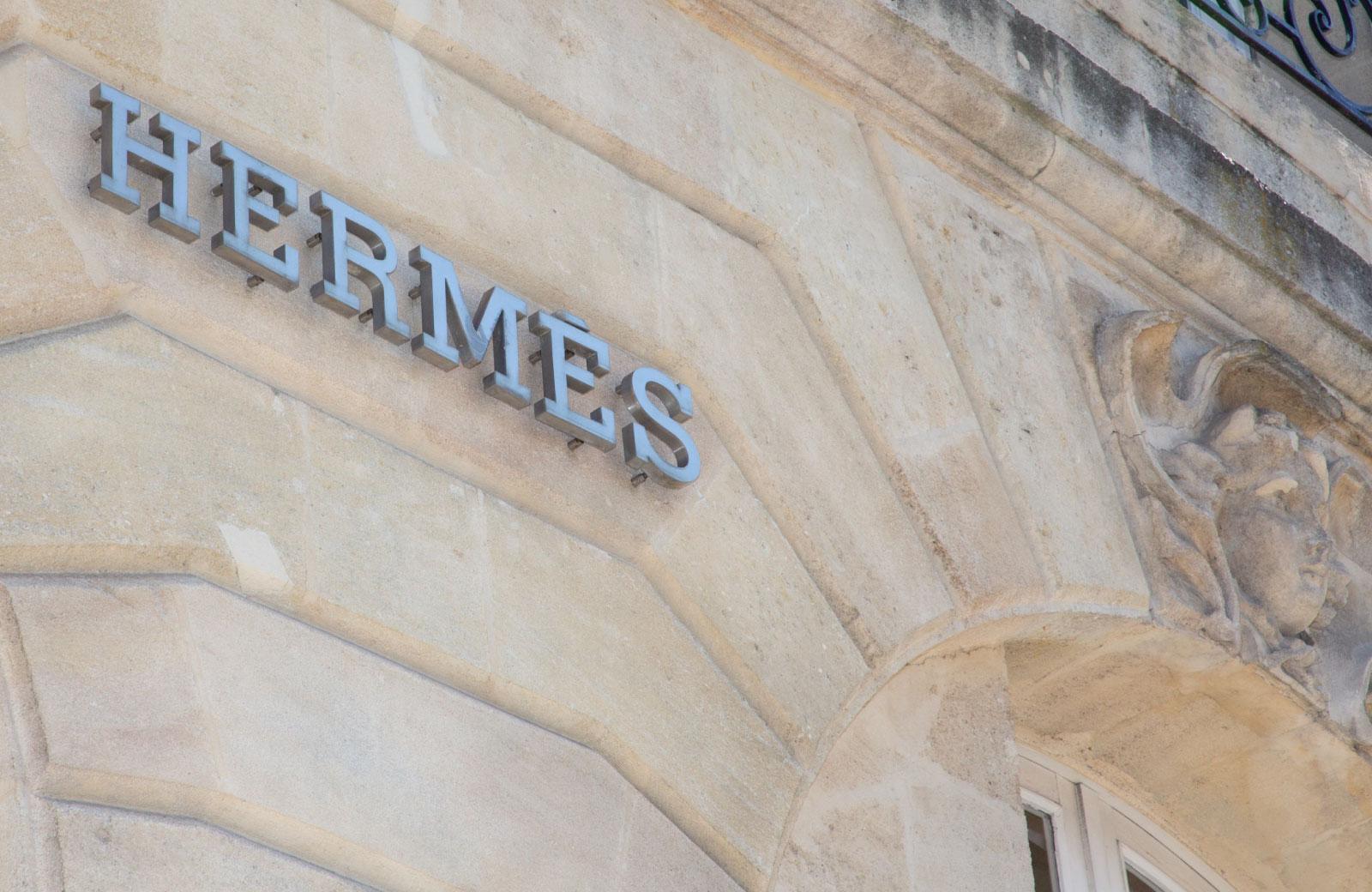 hermes shop signage