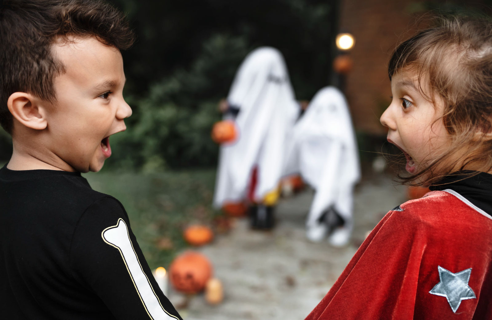 kids looking scared trick or treating