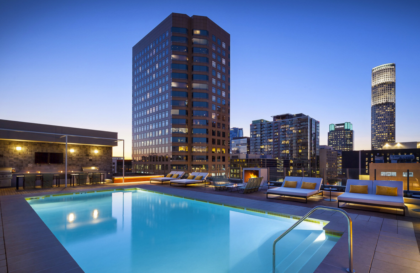 DTLA's Coolest Summer Hotspot: The Pool At Eighth & Grand