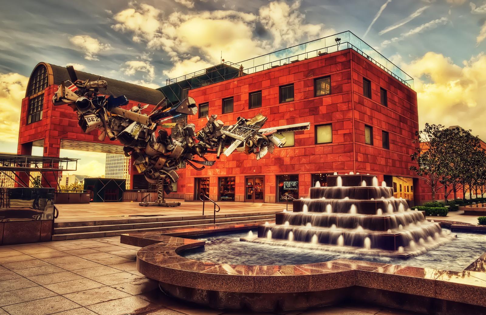 DTLA Art - metal sculpture