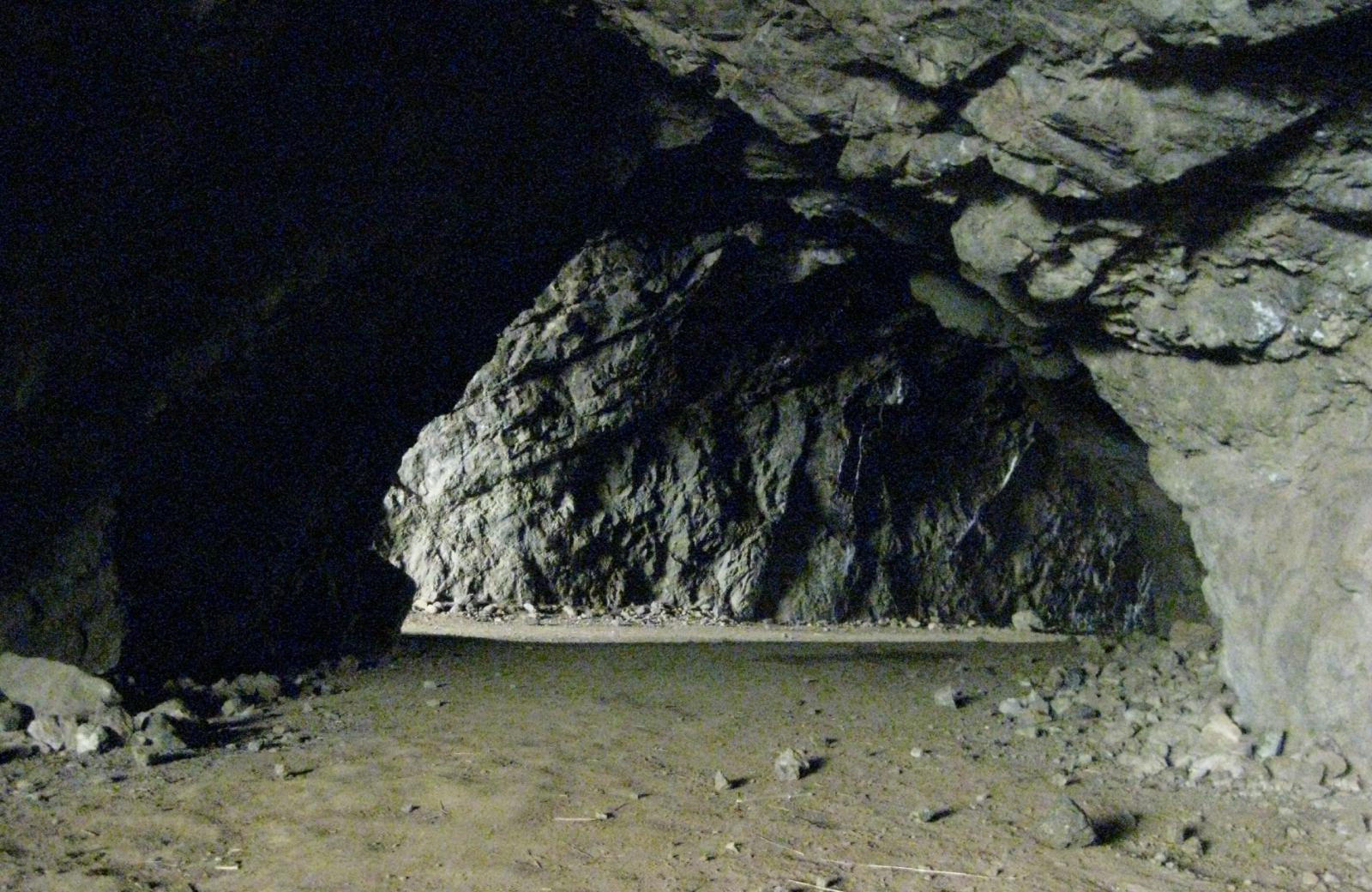 Griffitth park cave