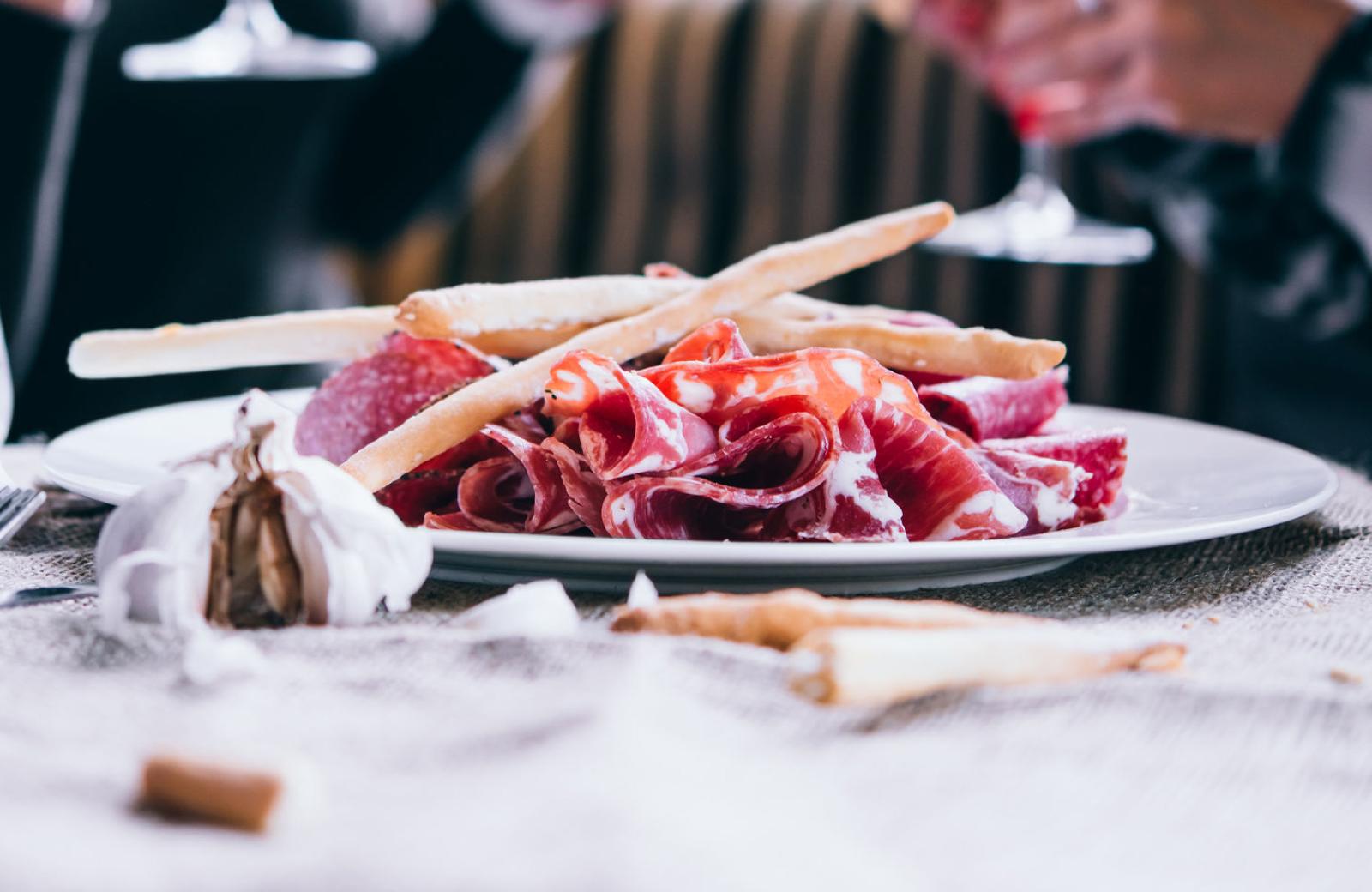 steak on a plate - 6 best restaurants in San Pedro - The Vue