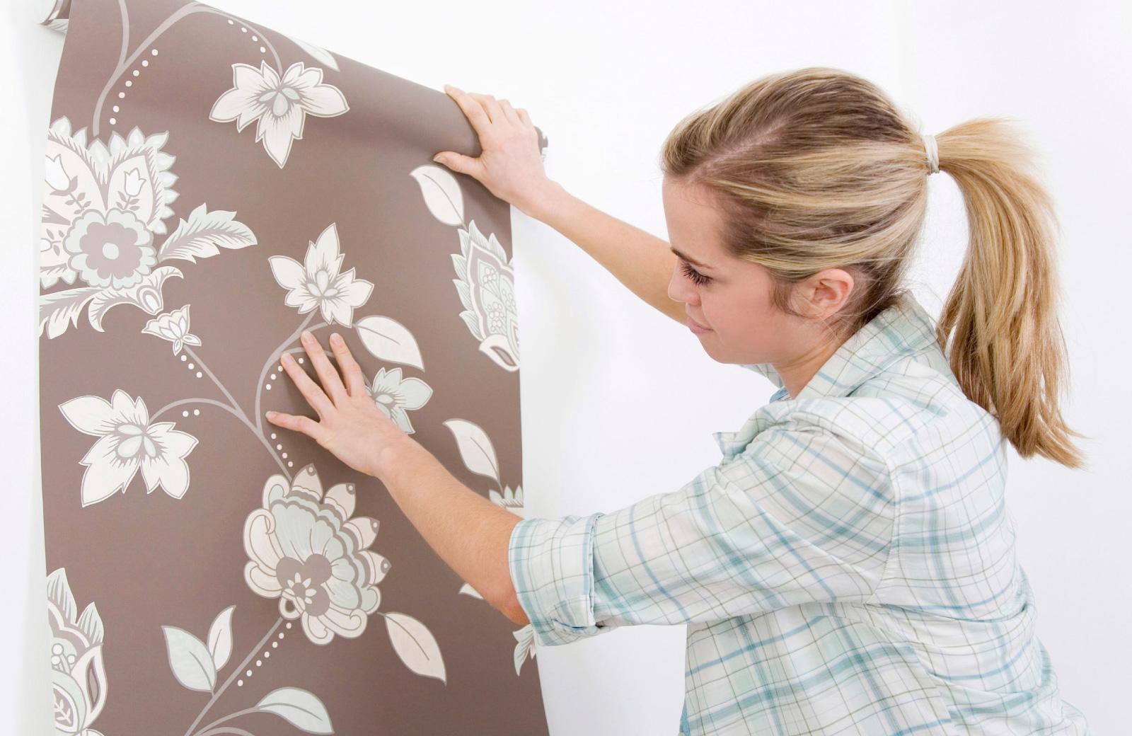 woman examining a wallpaper alder northridge