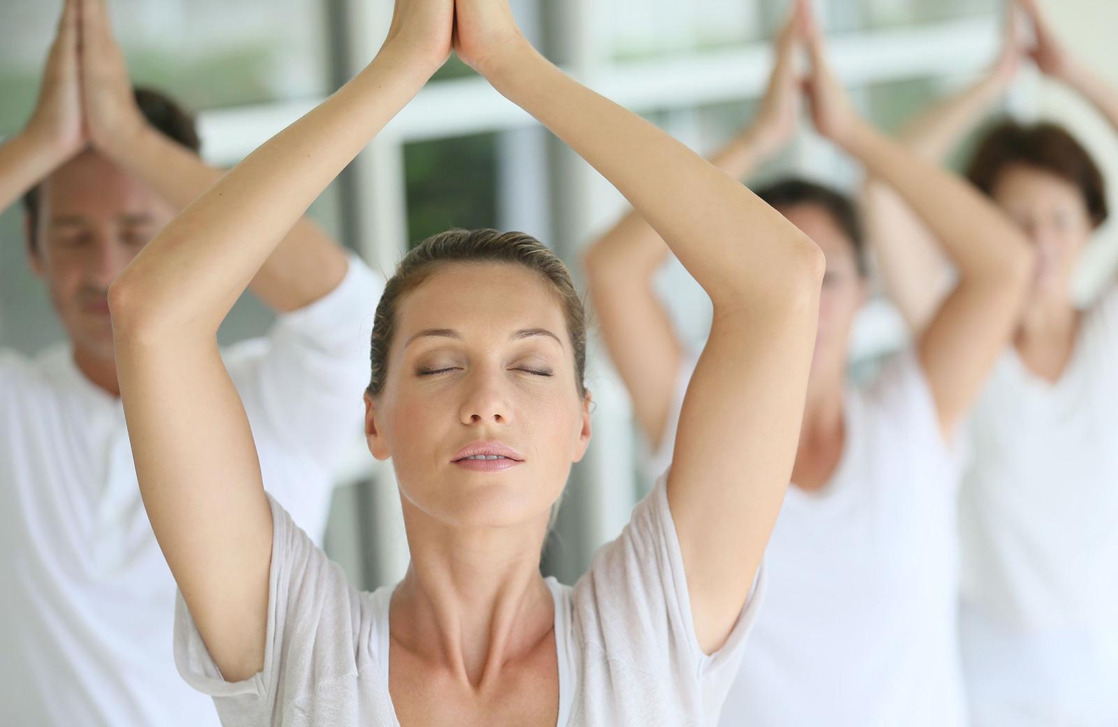 women meditating 15 cliff ny