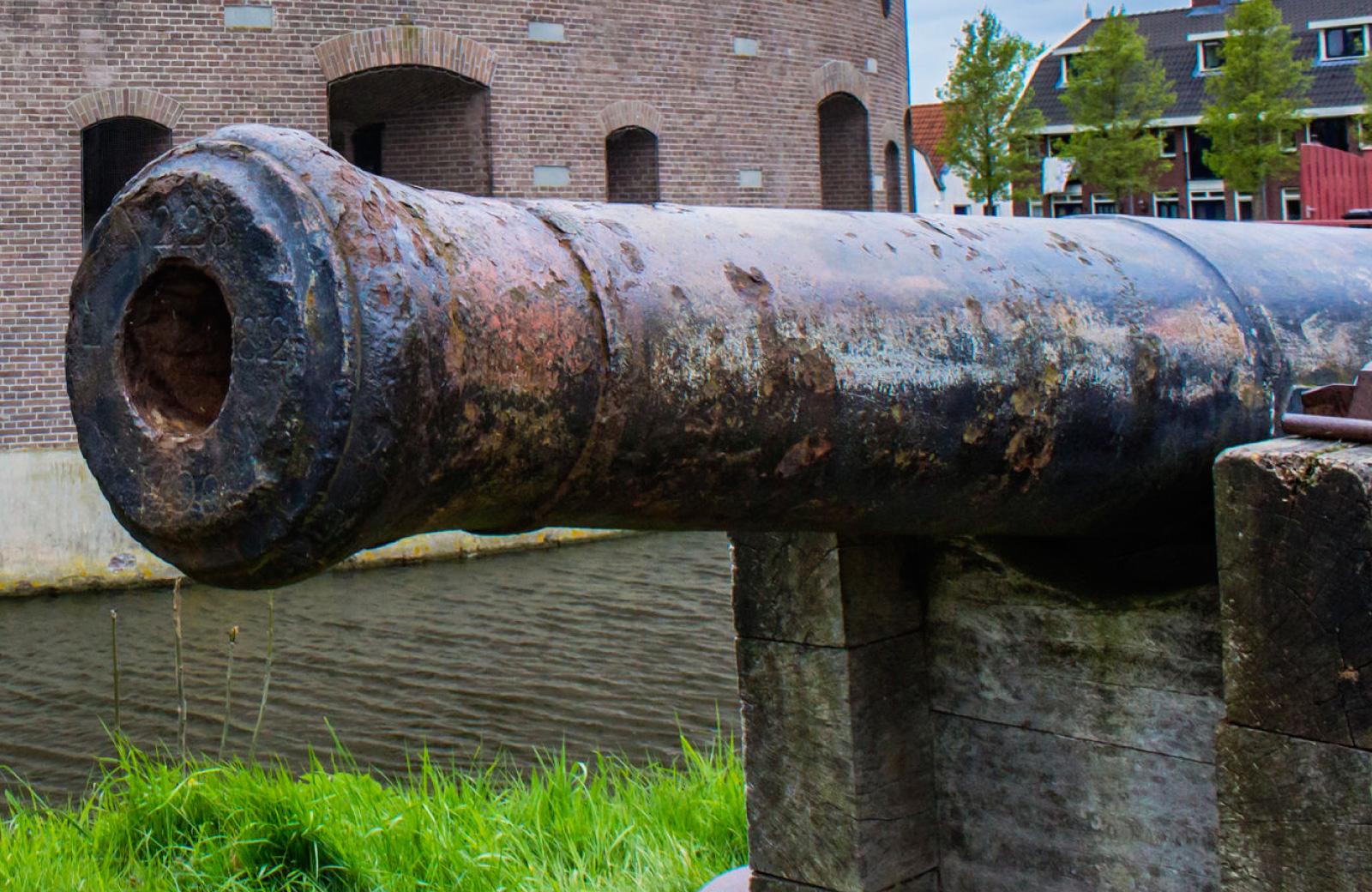 antique canon