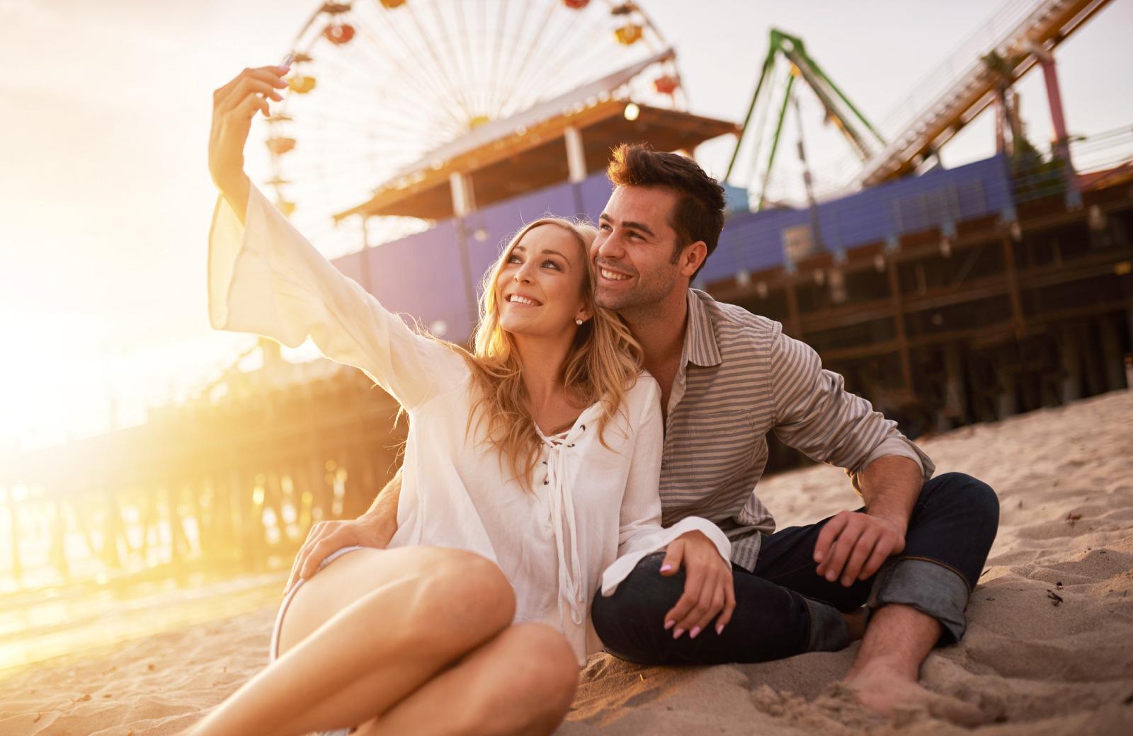 couple taking a selfie at the santa monica beach
